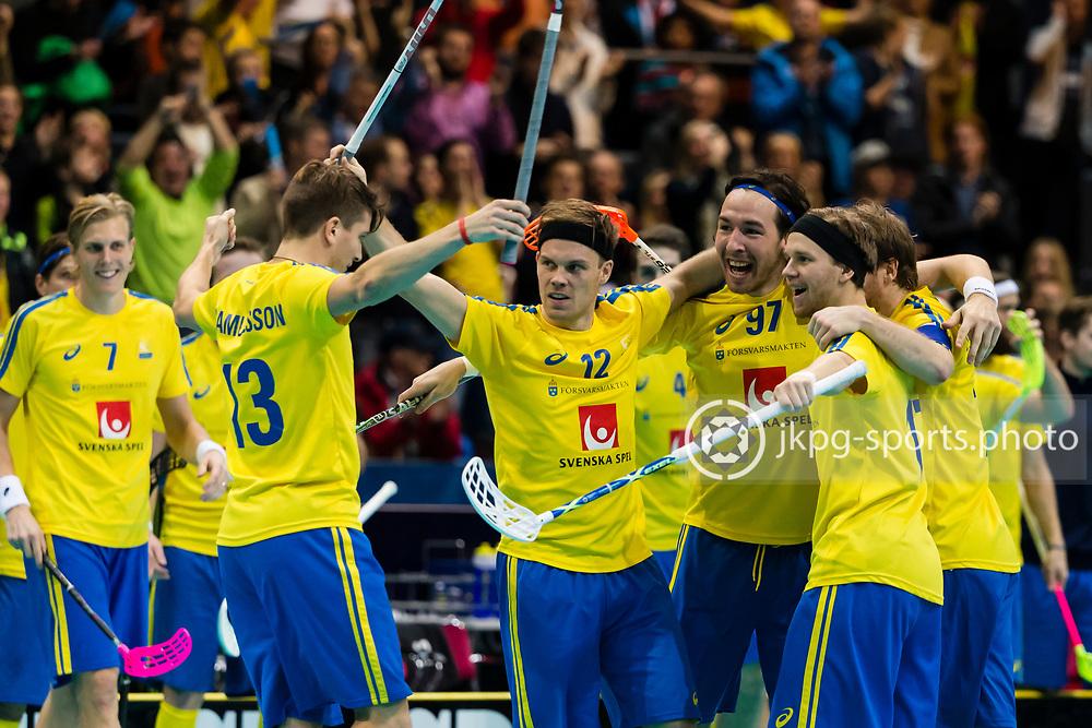 141214 Innebandy, VM, Final,  Sverige - Finland<br /> Floorball World Cup, Final, Sweden - Finland<br /> Henrik Stenberg, (SWE) celebrates scoring game winning goal 3-2 together with the Swedish team.<br /> Henrik Stenberg, (SWE) jublar tillsammans med lagkamraterna efter att ha gjort det matchvinnande m&aring;let 3-2.<br /> Endast f&ouml;r redaktionellt bruk.<br /> Editorial use only.<br /> &copy; Daniel Malmberg/Jkpg sports photo