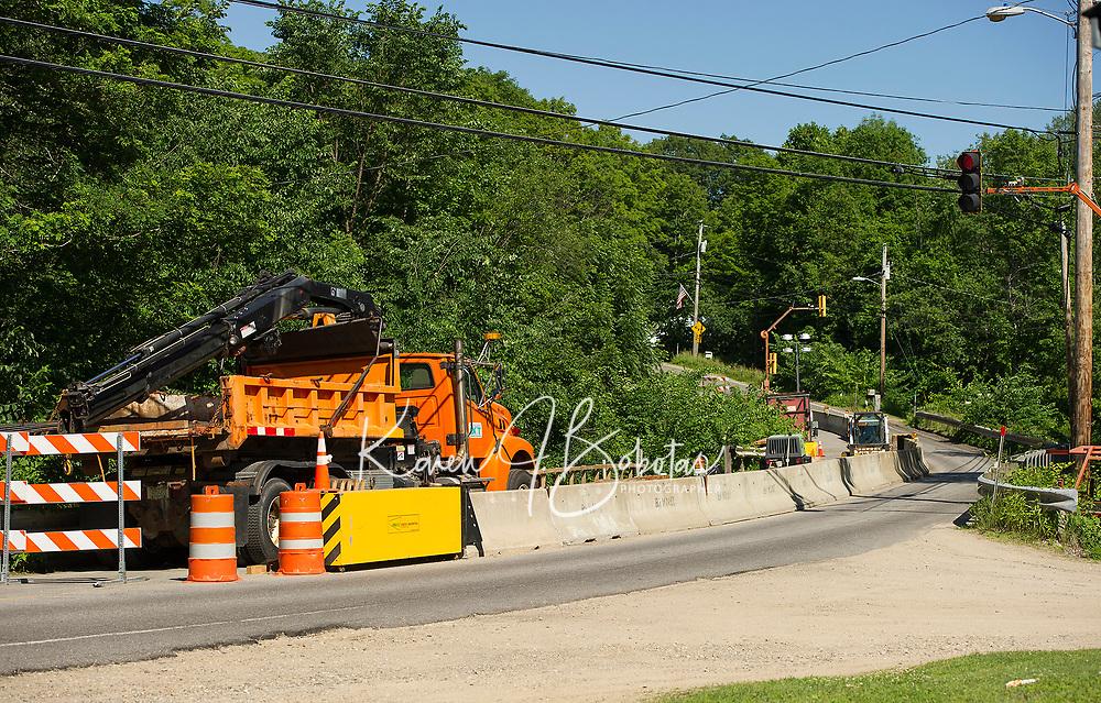 Meredith Center Bridge remains one lane traffic during construction.  (Karen Bobotas/for the Laconia Daily Sun)