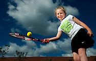 ROTTERDAM - Amy Hurst met een tennis bal en een tennisracket  haar grootste hobby is tennis. COPYRIGHT ROBIN UTRECHT