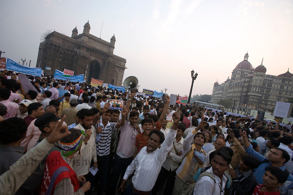 . Indian men women and  children gather in larger numbers shouting anti political slogans and singing the national anthem during a vigil held for the victims of the Mumbai terror attacks, in Mumbai December 3, 2008.