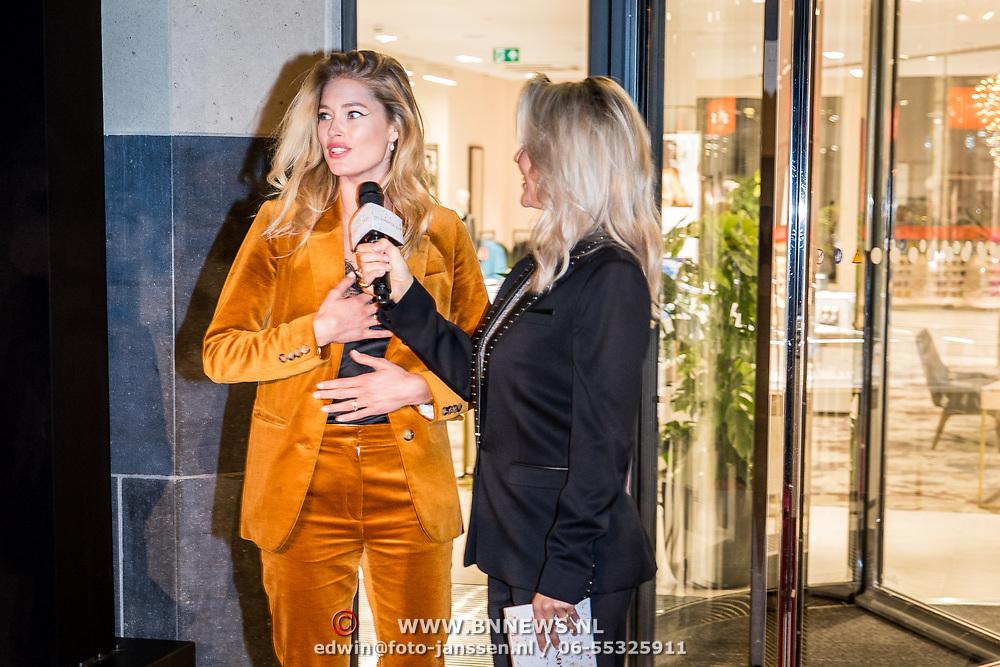 NLD/Amsterdam/20170919 - Opening Hudson Bay Nederland, Douzen Kroes geinterviewd door Chantal Janzen