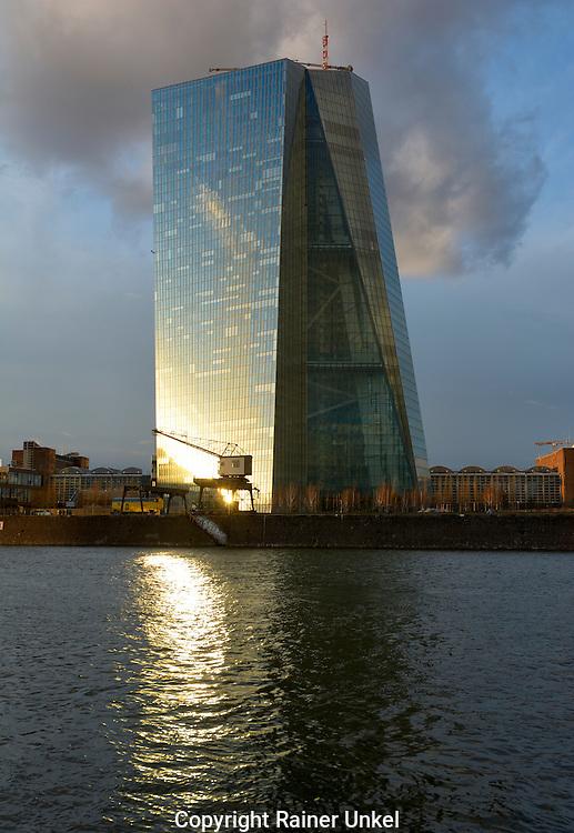 DEU , DEUTSCHLAND : Die Europaeische Zentralbank ( EZB ) in Frankfurt am Main<br /> |DEU , GERMANY : The European Central Bank ( ECB ) In Frankfurt at Main river|<br /> 04.03.2015<br /> Copyright by : Rainer UNKEL , Tel.: 0171/5457756