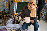Mausolée de la Manoubia, à Tunis,  attaqué par plusieurs salafistes qui ont incendié le temple et des précieux manuscris dont des corans. Habiba Doghmer (32 ans) est destinée à succèder à la gardienne actuelle, Zezya Riahi, 77 ans, la gardienne du tombeau de cette sainte depuis 45 ans.