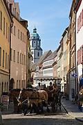 Meißen, Altstadt, Burgstraße mit Kutsche, Sachsen, Deutschland. .old town of Meissen, Burgstrasse with carriage, Saxony, Germany.