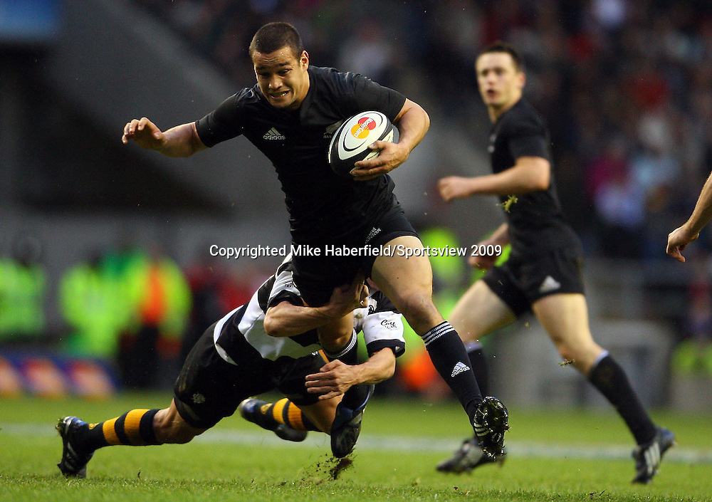 c MIKE HABERFIELD 2009 -  New Zealand's Tamati Ellison is tackled by the Barbarians fly half Matt Giteau   -  Barbarians v New Zealand,  5 December 2009 - at Twickenham- Paid use only - No syndication without agreement - Tel: 07768 566933 - Please credit: Mike Haberfield/Sportsview