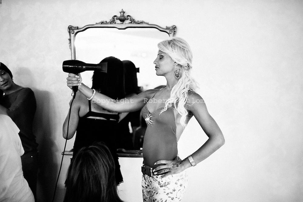 San Sebastiano al Vesuvio, 28 luglio 2011. Sara Finizio (C), Miss Trans Campania 2010 ..Ph. Roberto Salomone Ag. Controluce.ITALY - Sara Finizio (C), Miss Trans Campania 2010 portrayed in San Sebastiano al Vesuvio on July 28, 2011.