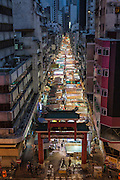 Temple St night market in Kowloon has more than one hundred stalls seliing everything from clothes to watches to cheap secnd hand goods. The market is busiest around dusk, and is popular with tourists and locals alike.