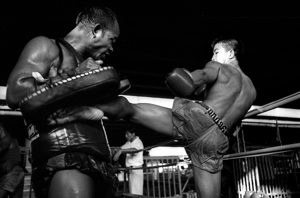 Fighters train at the Muay Thai Boxing Club under the freeway at Khlong Toei, Bangkok Thailand March 2003.©David Dare Parker / AsiaWorks Photography