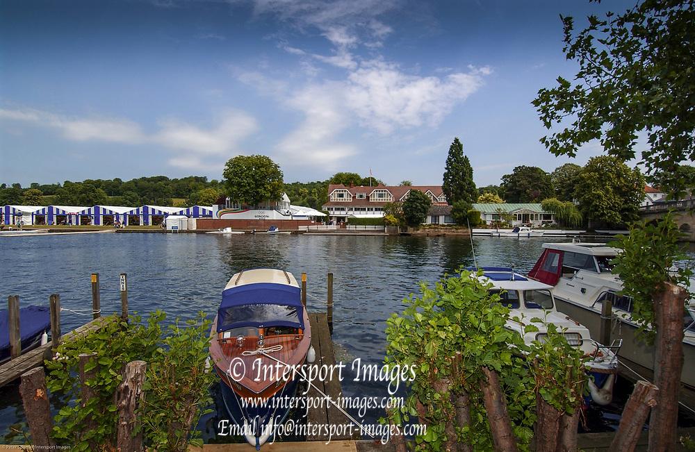 2005 Henley Royal Regatta, Henley on Thames, ENGLAND. Tuesday 28.06.2005. Henley Royal Regatta,GV's Henley Regatta,Photo  Peter Spurrier. .email images@intersport-images..[Mandatory Credit Peter Spurrier/ Intersport Images] . HRR.