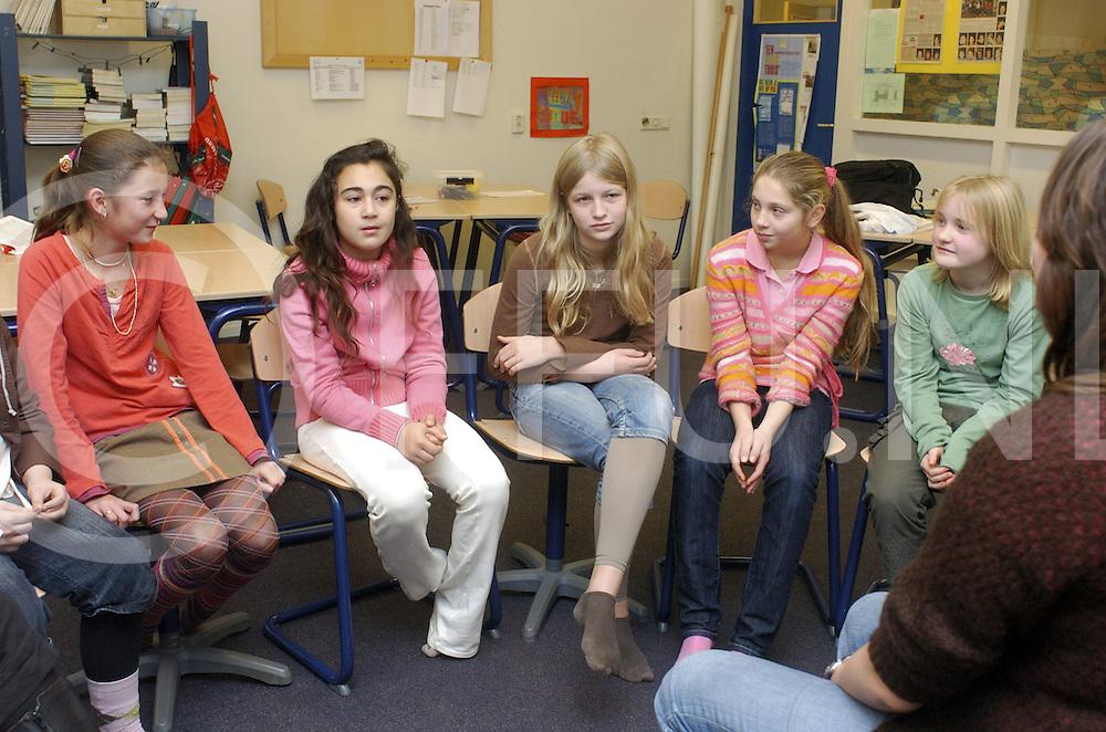 071101 dedemvsaart ned..Groen van Prinsteren school...Adoptieklas..Jongens en meisjes (foto) uurttje...fotografie frank uijlenbroek©2007 frank uijlenbroek..