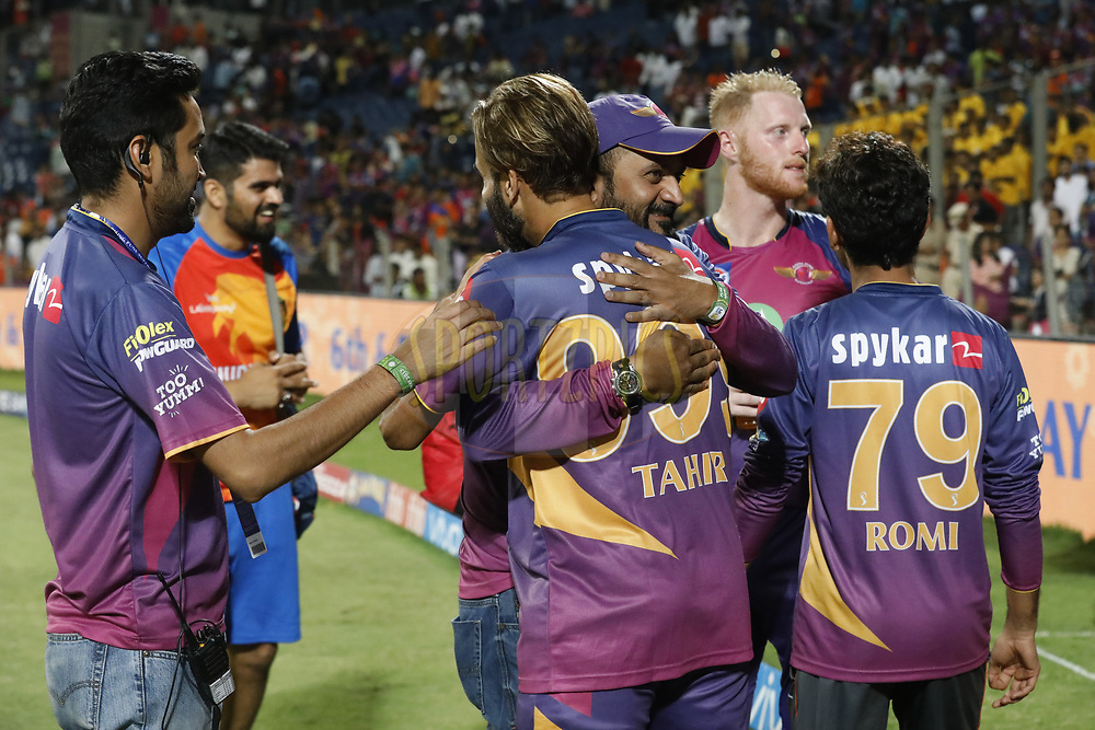Raghu Iyer CEO of Rising Pune Supergient hugs to Imran Tahir of Rising Pune Supergiant  after the match 39 of the Vivo 2017 Indian Premier League between the Rising Pune Supergiants and the Gujarat Lions held at the MCA Pune International Cricket Stadium in Pune, India on the 1st May 2017<br /> <br /> Photo by Arjun Singh - Sportzpics - IPL