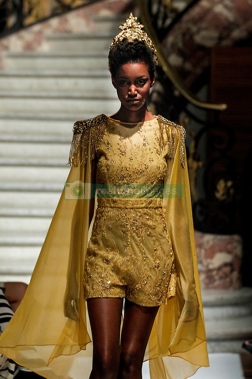 September 28, 2016 - Paris, FRANCE - Marie Elie.MODEL ON CATWALK, WOMAN WOMEN, PARIS FASHION WEEK 2017 READY TO WEAR FOR SPRING SUMMER, DEFILE, FASHION SHOW RUNWAY COLLECTION, PRET A PORTER, MODELWEAR, MODESCHAU LAUFSTEG FRUEHJAHR SOMMER .PARSS17 (Credit Image: © PPS via ZUMA Wire)