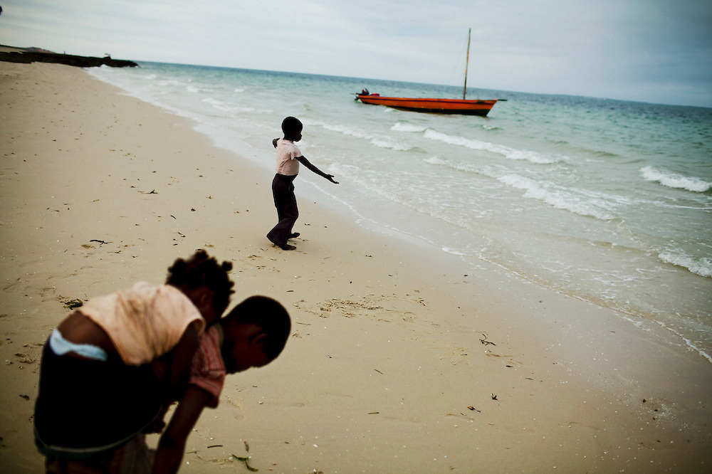 Children playing in the beach of Vilanculos, Mozambique, Aug. 2009.  17.000 children die in one year due to AIDS. Access to treatment is on the rise,  at the end of 2008, 9393 children were on ART treatment and 48,000 in care. But it is estimated that 81.000 mozambicans will die yearly due to AIDS, leaving 400.000 orphans. Reduction of childhood poverty is being seriously undermined across all sectors by the AIDS pandemic and the resulting weakened capacity of key actors to care for and protect children.