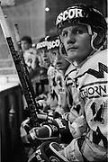 The Russian Years, les années glorieureuses du HC Fribourg Gottéron. Le HC FRibourg Gpttéron, un petit club régional de hockey sur glace, vecut plusieures saisons spectaculaires avec l'arrivée de Slava Bykov et Andrei Chomutov, les meilleures joueurs de hockey du monde russes- et les premiers à pouvoir quitter l'union soviétique pour évoluer à l'étranger. Sept fois champions du monde avec l'équipe nationale soviétique et le club de ZSKA Moscow, leur arrivée en Suisse présagait la chute du rideau de fer.  © Romano P. Riedo