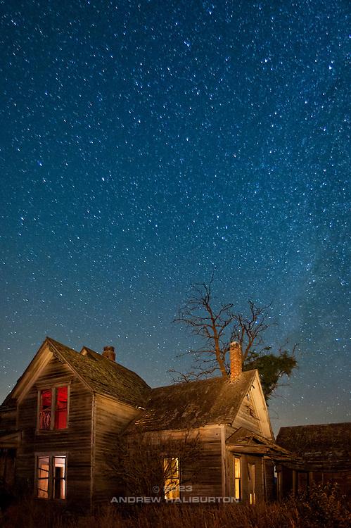 Abandoned farmhouse, Goldendale, Washington. Nikon D700, 20-35/2.8D.