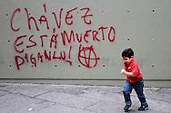 SAÚDE DE CHÁVEZ -  CARACAS - 04/01/2013 .INTERNACIONAL -  Grafite em estação Chacal do Metro em bairro de classe média que é oposição a Chávez.  Hugo Chávez, que foi operado em Cuba em dezembro último em decorrência de um câncer e tem enfrentado um pós-operatório difícil.  FOTO: DANIEL GUIMARÃES/FRAME