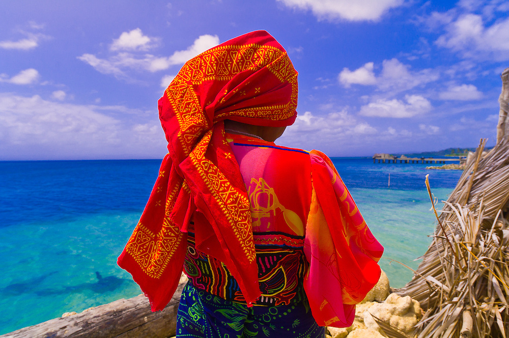 Kuna Indian woman wearing native costume (with Mola embroderies), Corbisky Island, San Blas Islands (Kuna Yala), Caribbean Sea, Panama