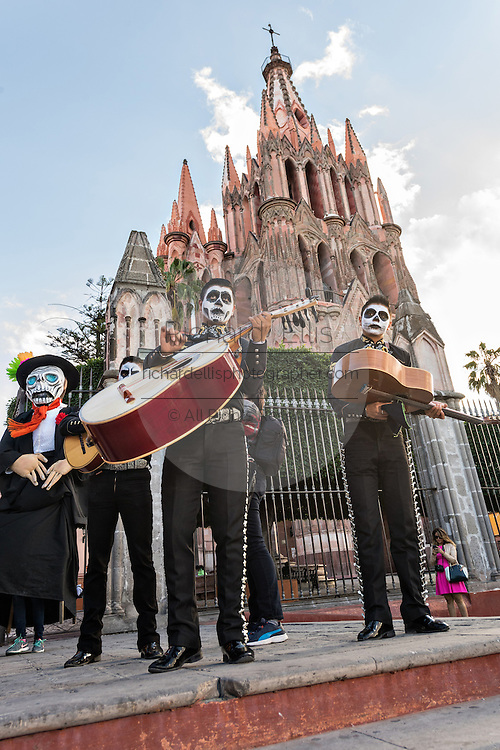 A mariachi band dressed as skeletons for the Day of the Dead festival perform in front of the La Parroquia de San Miguel Arcangel church October 28, 2016 in San Miguel de Allende, Guanajuato, Mexico. The week-long celebration is a time when Mexicans welcome the dead back to earth for a visit and celebrate life.