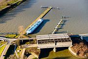 Nederland, Utrecht, Nieuwegein, 07-02-2018; Amsterdam-Rijnkanaal (onder) met plofsluis bij Jutphaas, onderdeel van de Nieuwe Hollandse Waterlinie. De voorziening diende om het kanaal af te kunnen dammen, een explosie met dynamiet zou de inhoud van de betonnen bak - zand en grind - in het kanaal doen belanden. Toenemende scheepvaart leidde er toe dat het kanaal om de sluis heen geleid werd. Lekkanaal links. <br /> 'Plof' sluice, explosion sluice, Dutch defense line; the installation was build to obstruct the canal: explosives would cause the sand and gravel from the concrete reservoirs to fall in the canal.<br /> <br /> luchtfoto (toeslag op standard tarieven);<br /> aerial photo (additional fee required);<br /> copyright foto/photo Siebe Swart