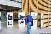 Exposition itinérante Architecture du moment et Marathon d'architecture des nimnés aux PEA prix d'excellence en architecture 2009, organisé par l'OAQ, Ordre des Architectes du Québec. -  Grande Bibliothèque / Montreal / Canada / 2009-04-25, © Photo Marc Gibert / adecom.ca