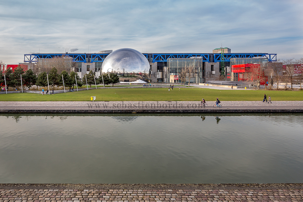 La Géode, parc de la Villette // La Géode, La Villette park