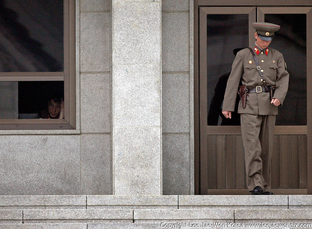 A North Korean soldier stands guard in the truce village of Panmunjom, about 55 km (34 miles) north of Seoul May 16, 2007. /Lee Jae-Won
