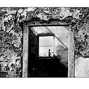 """Autor de la Obra: Aaron Sosa<br /> Título: """"Serie: Venezuela Cotidiana""""<br /> Lugar: El Hatillo, Estado Anzoátegui - Venezuela.<br /> Año de Creación: 2001<br /> Técnica: Captura digital en RAW impresa en papel 100% algodón Ilford Galeríe Prestige Silk 310gsm<br /> Medidas de la fotografía: 33,3 x 22,3 cms<br /> Medidas del soporte: 45 x 35 cms<br /> Observaciones: Cada obra esta debidamente firmada e identificada con """"grafito – material libre de acidez"""" en la parte posterior. Tanto en la fotografía como en el soporte. La fotografía se fijó al cartón con esquineros libres de ácido para así evitar usar algún pegamento contaminante.<br /> <br /> Precio: Consultar<br /> Envios a nivel nacional  e internacional."""