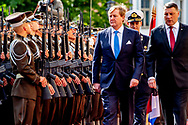 11-6-2018 RIGA - King Willem-Alexander during the welcome ceremony at the Riga Castle (Riga Castle) at the beginning of his state visit to Latvia. The king will make three state visits to Latvia, Estonia and Lithuania in a week ROBIN UTRECHT