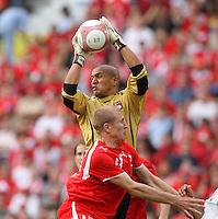 Fussball International Laenderspiel Schweiz - Venezuela Stephane GRICHTING (SUI,vorne) gegen Renny VEGA (VEN,hinten)