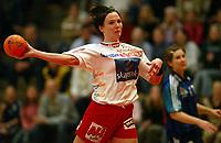 Håndball, 26. mars 2003, Gildeserien kvinner, Larvik-Stabæk.  Katja Nyberg, Larvik og Janne Tuven, Stabæk
