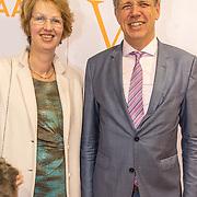 NLD/Katwijk/20171030 - 7 jaar Soldaat van Oranje - De Musical, Burgemeester Cornelis Visser en partner