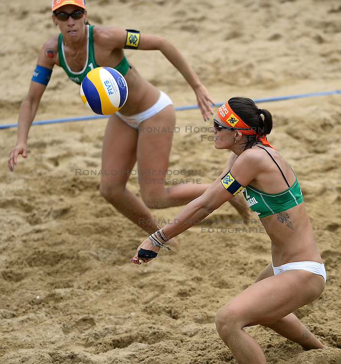 20-07-2014 NED: FIVB Grand Slam Beach Volleybal, Scheveningen<br /> Gold medal match / Taiana Lima (2) en Fernanda Alves (1) BRA