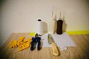 """Hay pocos proyectistas de globos de papel: """"Nanico"""" (enano, en portugués) vive en Paraná, pero vende sus creaciones para São Paulo, mayor provincia del país. Sus herramientas son muy sencillas."""