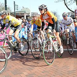 Adrie Visser start in de leiderstrui voor de laatste etappe van de Energiewachttour