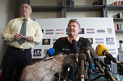CARDIFF, WALES - Tuesday, March 31, 2009: Wales' manager John Toshack MBE and press officer Ceri Stennett during a press conference at the Vale of Glamorgan ahead of the 2010 FIFA World Cup Qualifying Group 4 match against Germany. (Pic by David Rawcliffe/Propaganda)