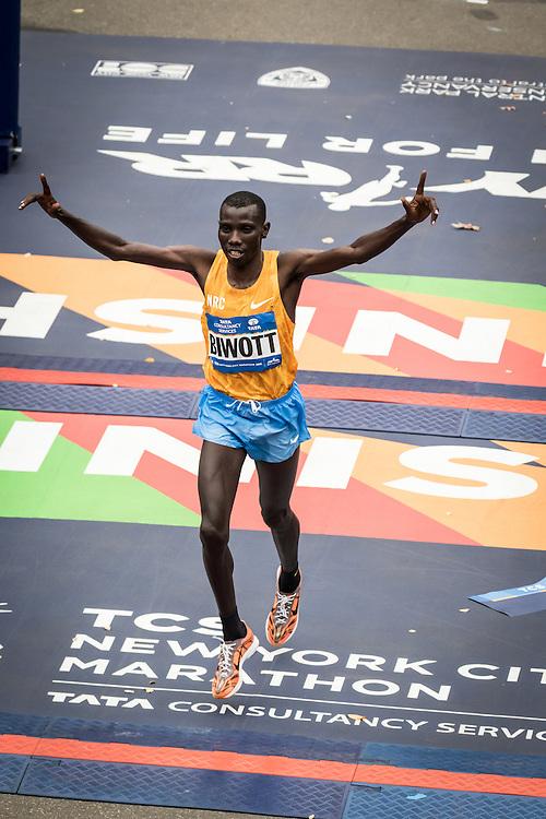Stanley Biwott, Kenya, wins in 2:10:34