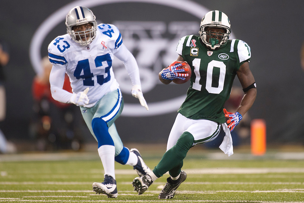 EAST RUTHERFORD, NJ - SEPTEMBER 11: Santonio Holmes #10 of the New York Jets runs the ball against the Dallas Cowboys at MetLife Stadium on September 11, 2011 in East Rutherford, New Jersey. The Jets defeated the Cowboys 27 to 24. (Photo by Rob Tringali) *** Local Caption *** Santonio Holmes