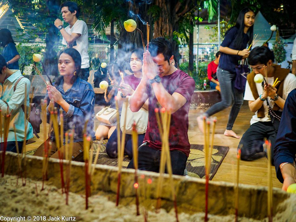 31 DECEMBER 2018 - BANGKOK, THAILAND: People pray during New Year's Eve prayers and meditation at Wat Pathum Wanaram in central Bangkok. Many Thais go to temples to meditate and pray on New Year's Eve.    PHOTO BY JACK KURTZ