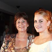 NLD/Mijdrecht/20070901 - Modeshow Jaap Rijnbende najaar 2007, Anna Verdonk en haar moeder Rita Verdonk