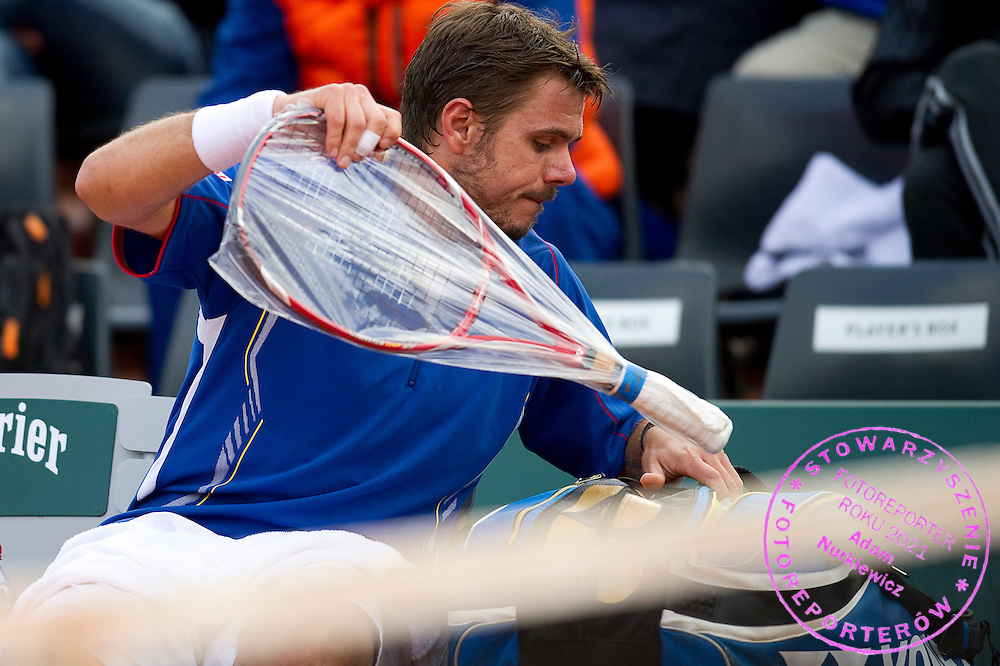 Stanislas Wawrinka of Switzerland changes his tennis racket while men's singles on Day Third during The French Open 2013 at Roland Garros Tennis Club in Paris, France...France, Paris, May 28, 2013..Picture also available in RAW (NEF) or TIFF format on special request...For editorial use only. Any commercial or promotional use requires permission...Mandatory credit:.Photo by © Adam Nurkiewicz / Mediasport