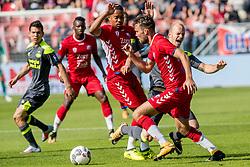 24-09-2017 NED: FC Utrecht - PSV, Utrecht<br /> Jorrit Hendrix #8 of PSV, Sander van de Streek #22 of FC Utrecht, Cyriel Dessers #11 of FC Utrecht