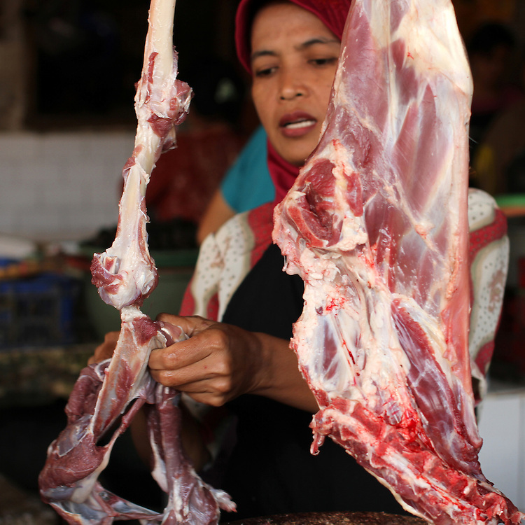 Beef is sold at the market in Yogyakarta, Indonesia, Thursday, November 10, 2011. Credit: SNPA / Peter Graney.