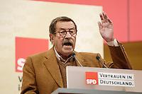 16 SEP 2005, BERLIN/GERMANY:<br /> Guenter Grass, Schriftsteller, haelt eine Rede, Wahlkampf-Abschlussveranstaltung der SPD, Gendarmenmarkt<br /> Guenter Grass, writer, is having a speech, last election campaign rally, Gendarmenmarkt<br /> IMAGE: 20050916-02-009<br /> KEYWORDS: Bundestagswahl