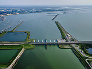 Nederland, Flevoland, Lelystad, 26-08-2019; Bataviastad, Houtribhaven met Houtribsluizen. Meervoudige spuisluis, het sluizencomplex op de vaarroute tussen Amsterdam en Lemmer in de achtergrond.<br /> Houtrib locks, lock complex on the route between Amsterdam and Lemmer at Lelystad. The lock complex consists of multiple drain sluices and shipping locks (in the backround).<br /> luchtfoto (toeslag op standard tarieven);<br /> aerial photo (additional fee required);<br /> copyright foto/photo Siebe Swart