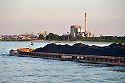 Nederland, Nijmegen, 11-9-2014Elektriciteitscentrale van Electrabel, onderdeel van GDF SUEZ Energie Nederland. Het is een kolengestookte centrale, en staat op de nominatie om binnen twee jaar gesloten te worden vanwege ouderdom en stroomoverschot. Er worden ook biomassa en houtsnippers verstookt.Foto: Flip Franssen/Hollandse Hoogte