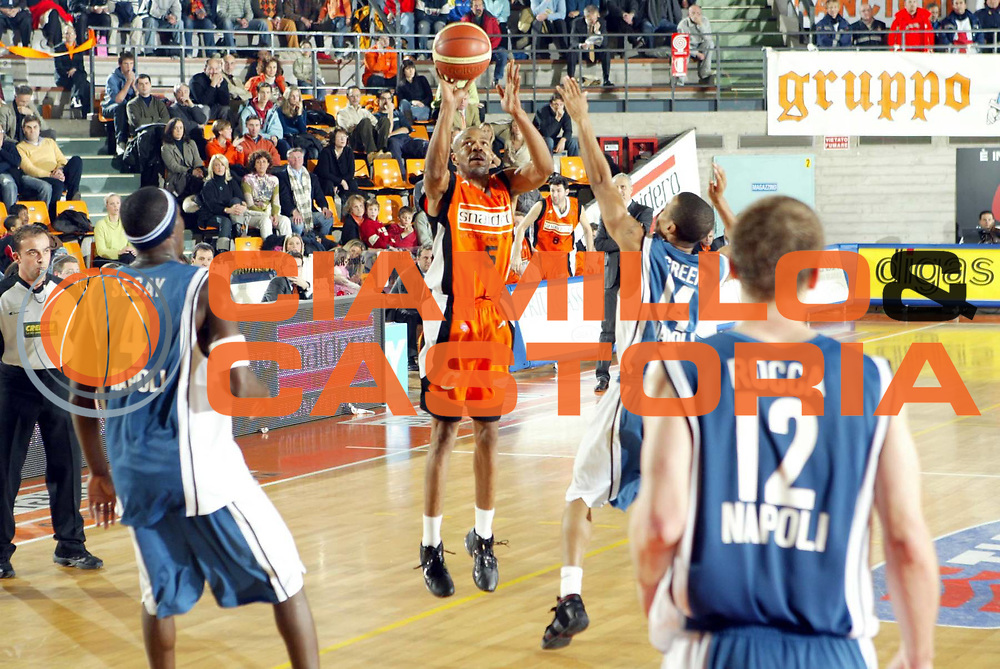 DESCRIZIONE : Udine Lega A1 2005-06 Snaidero Udine Carpisa Napoli <br />GIOCATORE : Allen<br />SQUADRA : Snaidero Udine<br />EVENTO : Campionato Lega A1 2005-2006 <br />GARA : Snaidero Udine Carpisa Napoli <br />DATA : 16/12/2005 <br />CATEGORIA : Tiro<br />SPORT : Pallacanestro <br />AUTORE : Agenzia Ciamillo-Castoria/G.Ciamillo