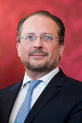 "03.06.2019, Präsidentschaftskanzlei, Wien, AUT, Angelobung der Übergangsregierung, im Bild Außenminister Alexander Schallenberg // Austrian Foreign Minister Alexander Schallenberg during inauguration of the provisional government after ""Ibiza Affair"" at Federal Presidents Office in Vienna, Austria on 2019/06/19, EXPA Pictures © 2019, PhotoCredit: EXPA/ Michael Gruber"