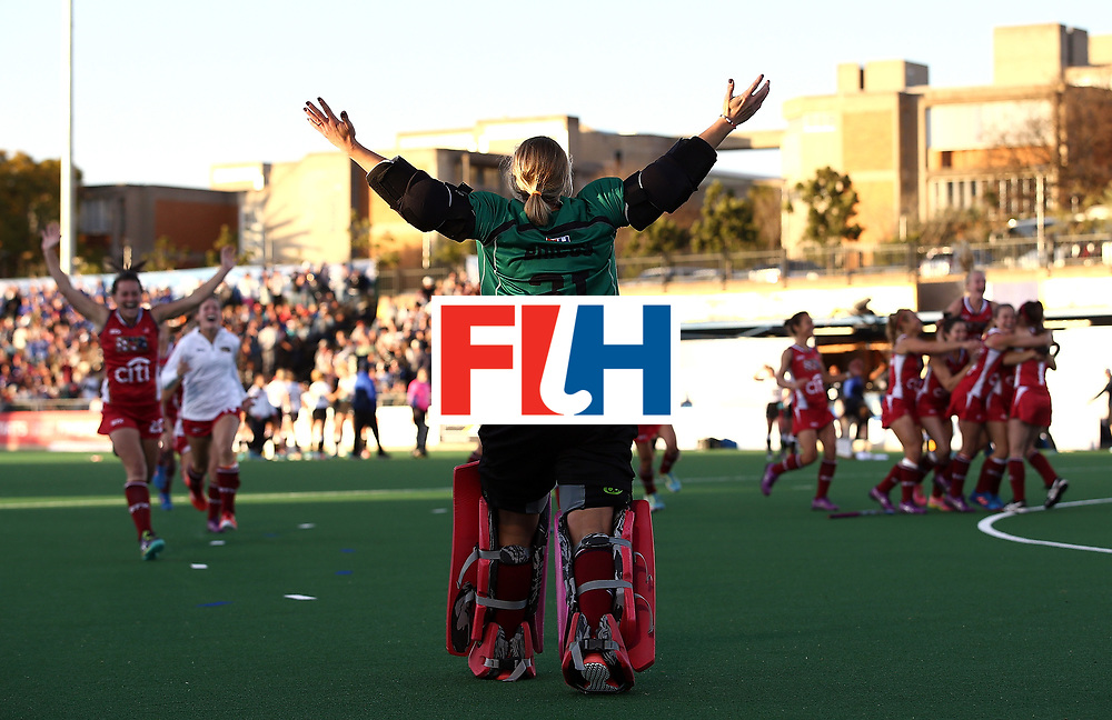 JOHANNESBURG, SOUTH AFRICA - JULY 23:  Jackie Briggs, goalkeeper of United States of America celebrates victory with team mates during day 9 of the FIH Hockey World League Women's Semi Finals final match between United States of America and Germany at Wits University on July 23, 2017 in Johannesburg, South Africa.  (Photo by Jan Kruger/Getty Images for FIH)