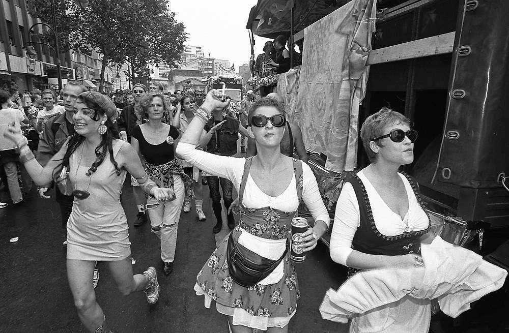 Germany - Deutschland - BERLIN - LOVE PARADE 1992, Berlin, Wittenbergplatz, Tauentzienstrasse; Berlin, 04.07.1992; © Christian Jungeblodt