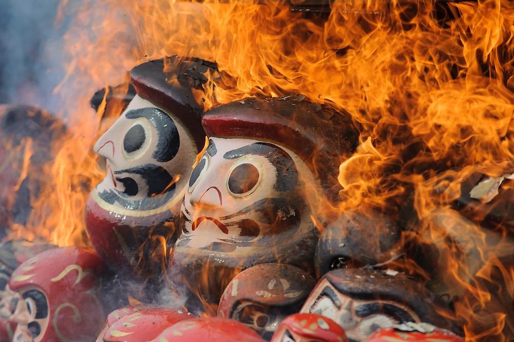 JANUARY 17, 2016 - 10,000 Daruma dolls, which are thought to bring good luck, are burned at a Daruma Kuyo ceremony at Dairyu Temple in Gifu, Japan. People burn dolls from the previous year and buy new ones. (Photo by Ben Weller/AFLO) (JAPAN) [UHU]